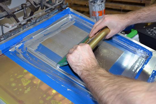 Печать серебряной краской.